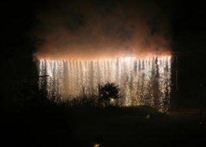 Pyrotechnischer Wasserfall